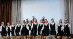 В Слободушке бабеночки веселые, певучие!